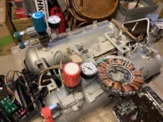 画像1: マキタのコンプレッサー修理中! (1)