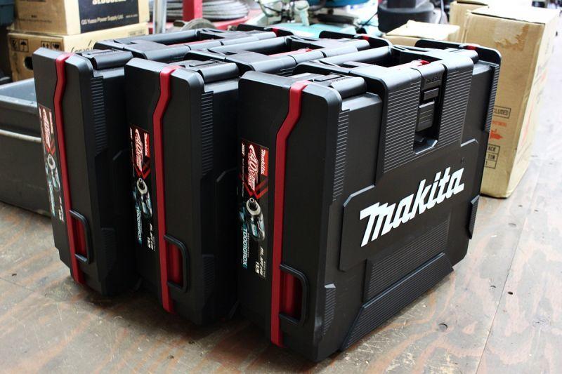 画像1: 新品3台!マキタ 40Vmax 充電式インパクトドライバ TD001GRDX 買取させていただきました。 (1)